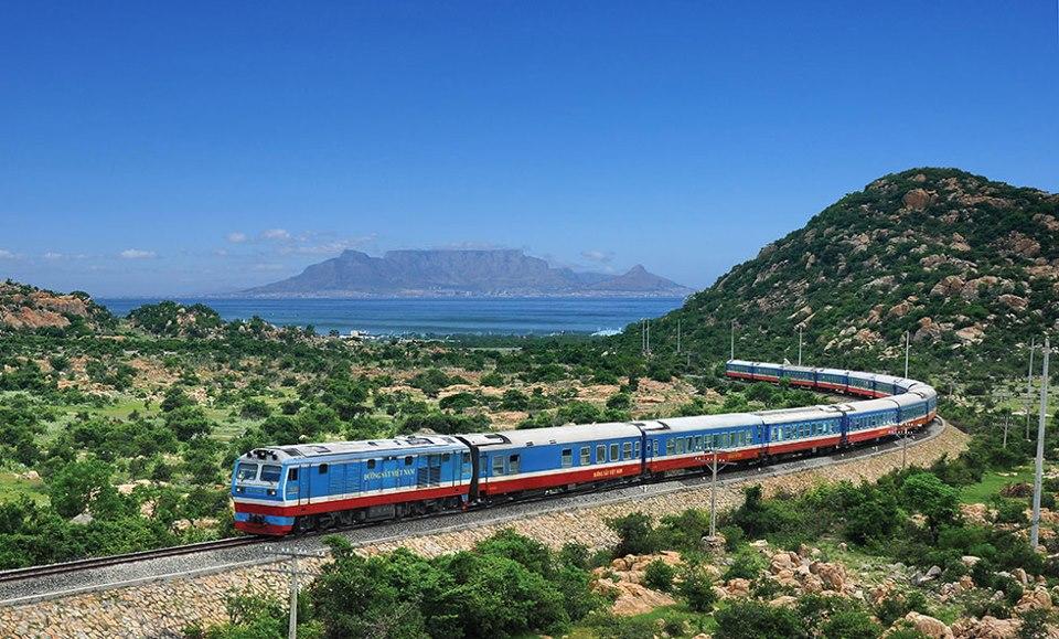 Đường sắt có thêm tàu du lịch đầu máy hơi nước đoạn Huế - Đà Nẵng -  ChuduInfo