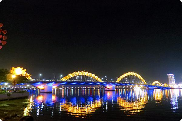 ロン橋(ドラゴンブリッジ)炎と水のショー – ベトナム旅行記