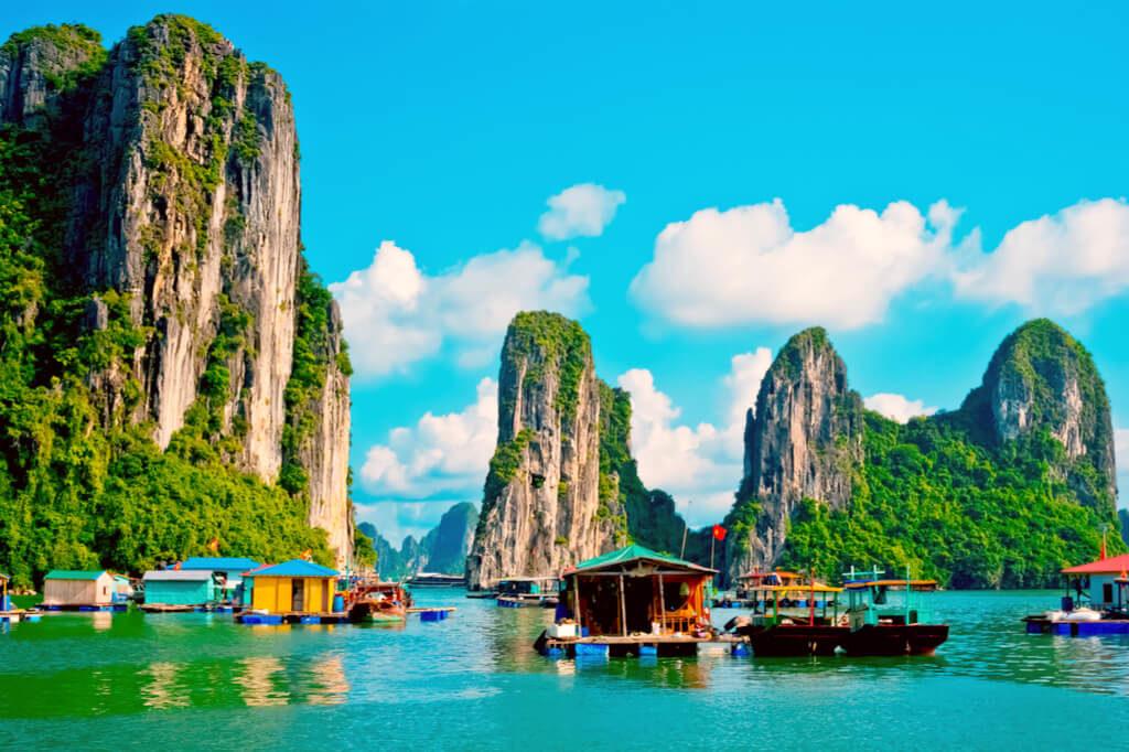 ベトナム】ハロン湾「大小3000の奇岩群と、龍が舞い降りた伝説の海に浮かぶ村」 | Docca (どっか) | 今すぐ、どっかへ